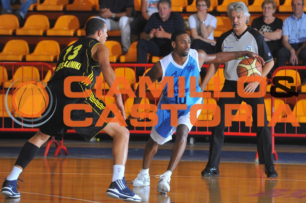 DESCRIZIONE : Caorle Lega A 2009-10 Amichevole Vanoli Basket Cremona Aris Salonicco<br /> GIOCATORE : Troy Bell<br /> SQUADRA : Vanoli Basket Cremona<br /> EVENTO : Campionato Lega A 2009-2010 <br /> GARA : Vanoli Basket Cremona Aris Salonicco<br /> DATA : 13/09/2009<br /> CATEGORIA :  Palleggio<br /> SPORT : Pallacanestro <br /> AUTORE : Agenzia Ciamillo-Castoria/M.Gregolin<br /> Galleria : Lega Basket A 2009-2010 <br /> Fotonotizia : Caorle Lega A 2009-10 Amichevole Vanoli Basket Cremona Aris Salonicco<br /> Predefinita :