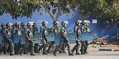 Phnom Penh-Security forces turn back protestors at Freedom Park