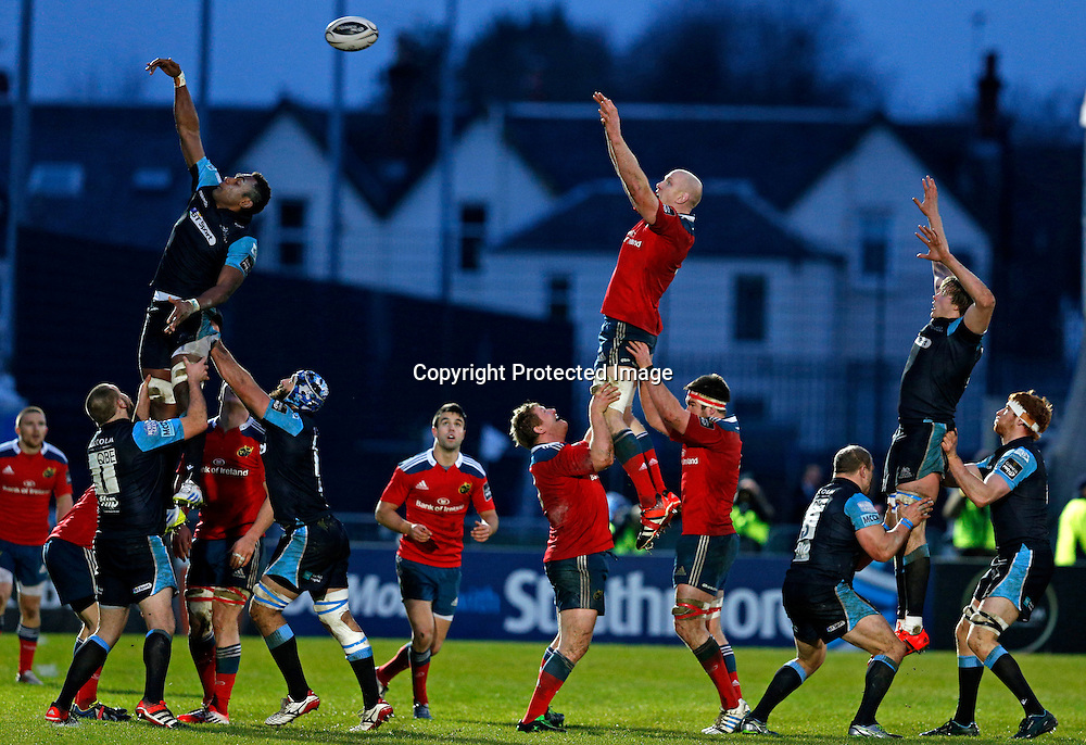 Guinness PRO12, Scotstoun Stadium, Scotland 20/12/2014<br /> Glasgow Warriors vs Munster<br /> Munster's Paul O'Connell wins a line-out<br /> Mandatory Credit &copy;INPHO/Russell Cheyne