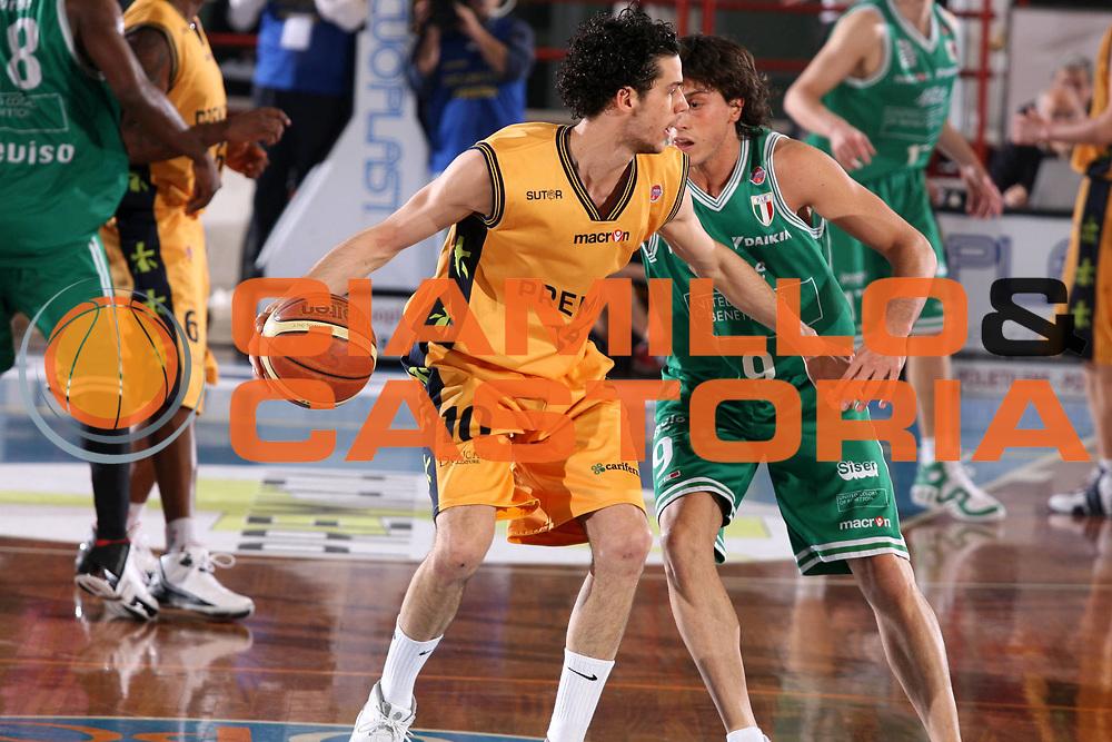 DESCRIZIONE : Porto San Giorgio Lega A1 2006-07 Premiata Montegranaro Benetton Treviso <br /> GIOCATORE : Vitali <br /> SQUADRA : Premiata Montegranaro <br /> EVENTO : Campionato Lega A1 2006-2007 <br /> GARA : Premiata Montegranaro Benetton Treviso <br /> DATA : 11/03/2007 <br /> CATEGORIA : Palleggio <br /> SPORT : Pallacanestro <br /> AUTORE : Agenzia Ciamillo-Castoria/G.Ciamillo