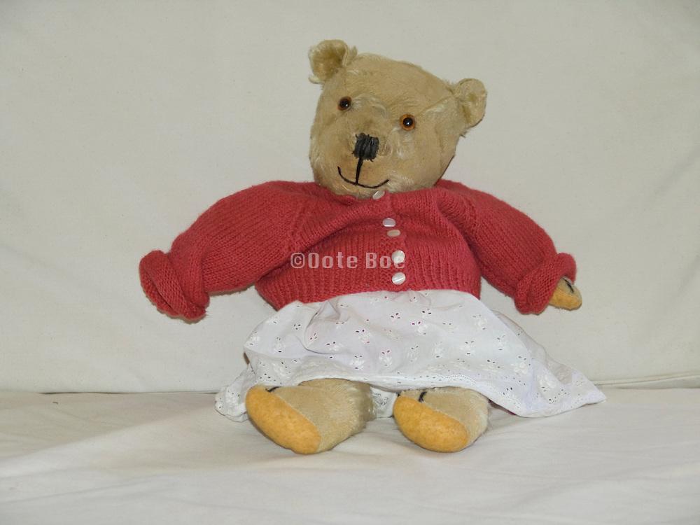 teddy bear waiting to be hugged
