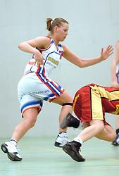 05-04-2006 BASKETBAL: ELITE A DAMES: AUTOCAD AMAZONE - RENES BINNENLAND: UTRECHT<br /> Binnenland wint vrij eenvoudig van Amazone 53-90 / Tahnee Vogelsang<br /> ©2006-WWW.FOTOHOOGENDOORN.NL