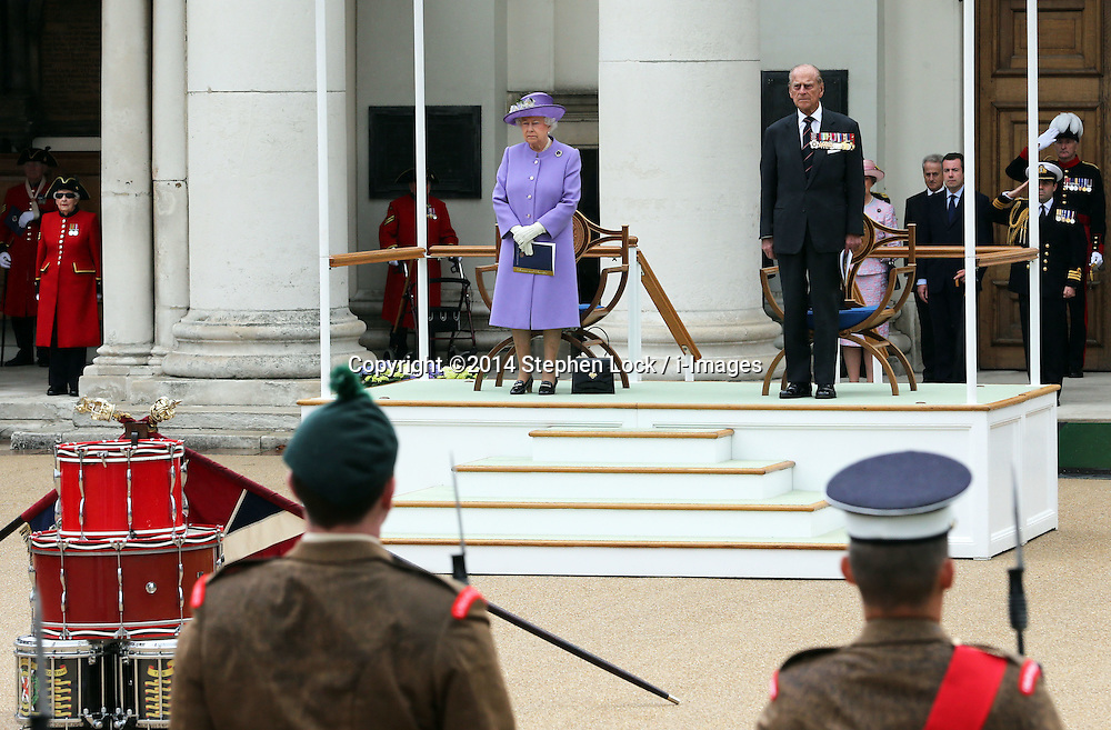 Image licensed to i-Images Picture Agency. 28/06/2014. London, United Kingdom. The Queen and Duke of Edinburgh at the Solemn Drumhead Service at the Royal Hospital Chelsea, London. The service was to commemorate those who volunteered to serve in the First World War on the Centenary of the assassination of Archduke Franz Ferdinand.  Picture by Stephen Lock / i-Images