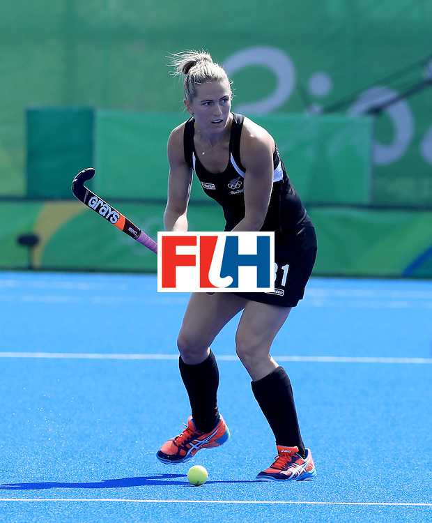 RIO DE JANEIRO, BRAZIL - AUGUST 15:  Stacey Michelsen #31 of New Zealand looks to pass in a quarterfinal match against Australia at Olympic Hockey Centre on August 15, 2016 in Rio de Janeiro, Brazil.  (Photo by Sam Greenwood/Getty Images)