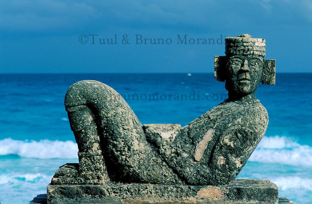 Mexique,  Quintana Roo, Cancun, Statue de Chac Mool // Mexico, Quintana Roo state, Choc Mool statue