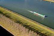 Nederland, Zuid-Holland, Rotterdam, 18-02-2015. Botlek, duwbakken en binnenvaart op het Hartelkanaal ter hoogte van Esso Nederland.<br /> Barges and barge on the Hartelkanaal, oil refinery.<br /> luchtfoto (toeslag op standard tarieven);<br /> aerial photo (additional fee required);<br /> copyright foto/photo Siebe Swart