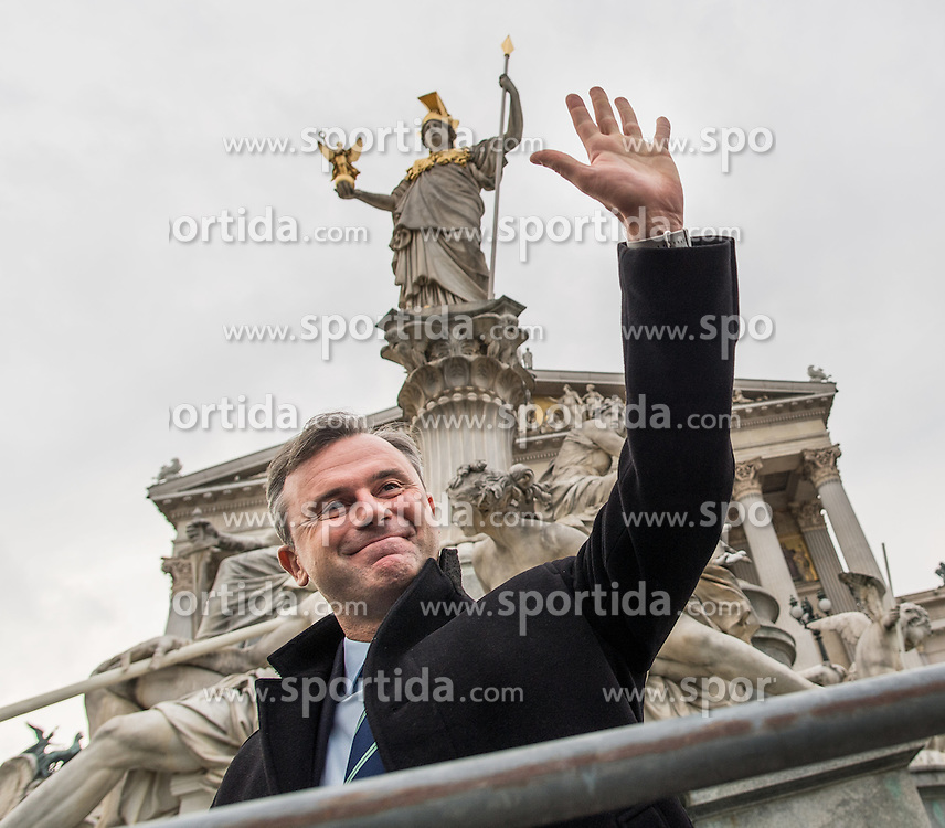 21.10.2016, Wien, AUT, CETA Demo vor dem Parlament. im Bild FPÖ-Präsidentschaftskandidat Norbert Hofer // Candidate for Presidential Elections Norbert Hofer (Austrian Freedom Party) during Demonstration against CETA in front of the austrian parliament in Vienna, Austria on 2016/10/21. EXPA Pictures © 2016, PhotoCredit: EXPA/ Michael Gruber