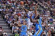 DESCRIZIONE : Beko Legabasket Serie A 2015- 2016 Dinamo Banco di Sardegna Sassari -Vanoli Cremona<br /> GIOCATORE : MarQuez Haynes<br /> CATEGORIA : Tiro Penetrazione Sottomano<br /> SQUADRA : Dinamo Banco di Sardegna Sassari<br /> EVENTO : Beko Legabasket Serie A 2015-2016<br /> GARA : Dinamo Banco di Sardegna Sassari - Vanoli Cremona<br /> DATA : 04/10/2015<br /> SPORT : Pallacanestro <br /> AUTORE : Agenzia Ciamillo-Castoria/L.Canu