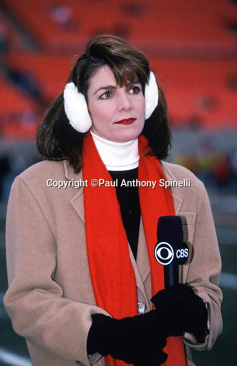CBS Sports television sportscaster and sideline reporter Lesley Visser does a post game interview at the Chicago Bears NFL NFC Wild Card playoff football game against the Dallas Cowboys on Dec. 29, 1991 in Chicago. The Cowboys won the game 17-13. (©Paul Anthony Spinelli)