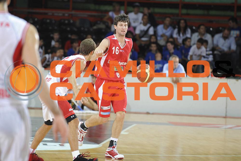 DESCRIZIONE : Caserta Lega A 2009-10 Basket Amichevole Trofeo Irtet Citta di Caserta Scavolini Spar Pesaro Bancatercas Teramo<br /> GIOCATORE : Drake Diener<br /> SQUADRA : Bancatercas Teramo<br /> EVENTO : Campionato Lega A 2009-2010 <br /> GARA : Scavolini Spar Pesaro Bancatercas Teramo<br /> DATA : 26/09/2009<br /> CATEGORIA : palleggio<br /> SPORT : Pallacanestro <br /> AUTORE : Agenzia Ciamillo-Castoria/G.Ciamillo