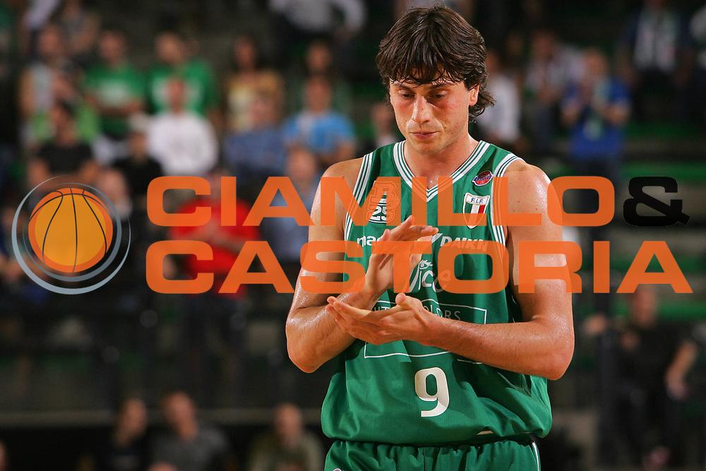 DESCRIZIONE : Treviso Lega A1 2006-07 Benetton Treviso TDshop.it Livorno <br /> GIOCATORE : Mordente <br /> SQUADRA : Benetton Treviso <br /> EVENTO : Campionato Lega A1 2006-2007 <br /> GARA : Benetton Treviso TDshop.it Livorno <br /> DATA : 09/05/2007 <br /> CATEGORIA : Delusione <br /> SPORT : Pallacanestro <br /> AUTORE : Agenzia Ciamillo-Castoria/S.Silvestri <br /> Galleria : Lega Basket A1 2006-2007 <br /> Fotonotizia : Treviso Campionato Italiano Lega A1 2006-2007 Benetton Treviso TDshop.it Livorno <br /> Predefinita : si