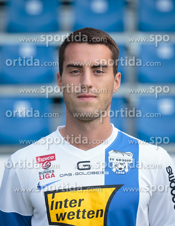 15.09.2015, Das Goldberg Stadion, Groedig, AUT, 1. FBL, Fototermin SV Groedig, im Bild Fabio Strauss (SV Groedig) // during the official Team and Portrait Photoshoot of Austrian Football Bundesliga Team SV Groedig at the Das Goldberg Stadion, Groedig, Austria on 2015/09/15. EXPA Pictures © 2015, PhotoCredit: EXPA/ JFK