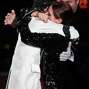 DUI/Berlin/20100528 - Finale Let's Dance 2010, winnaars Sophia Thomalla & Massimo Sinató elkaar