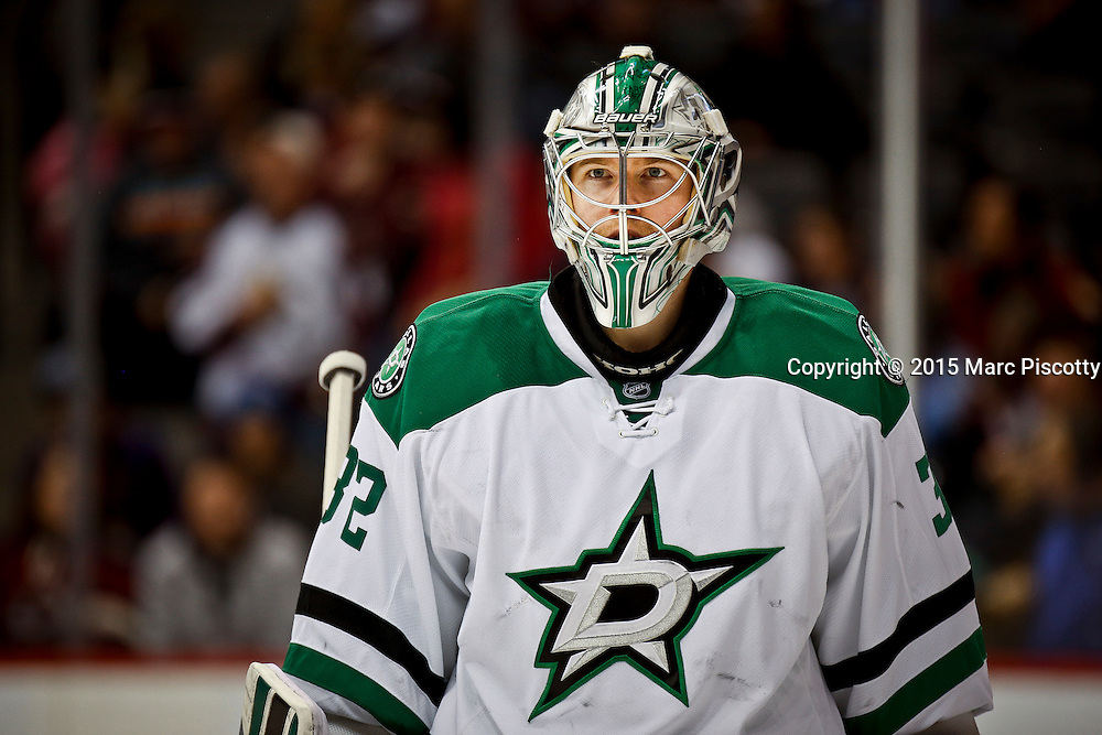 SHOT 1/10/15 4:01:40 PM - Dallas Stars goalie Kari Lehtonen #32 during a break in the action in a regular season game against the Colorado Avalanche at the Pepsi Center in Denver, Co. Colorado won the game 4-3.  (Photo by Marc Piscotty / © 2015)