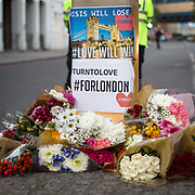 I luoghi dell'attentato a Londra presidisti dalla polizia e dalle troupe delle televisioni internazionali.<br /> <br /> The area of Saturday's attack in London under the police's control and the international televisions