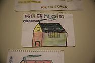 """Un dibujo de Christopher Giraldo, de 12 anos, en el que puede leerse """"mi casa"""", momentos antes de que la policia desalojase el piso donde vivia junto con su padre. <br /> José Giraldo Zacarias vivia con su hijo Christopher en un piso de alquiler de la Empresa Municipal de la Vivienda y Suelo (EMVS), y acumulo una deuda de 19.000 euros. El no podia pagar el alquiler despues de perder su empleo. La EMVS vendio el piso a un grupo de inversionistas que exigio su desahucio. La EMVS, es una empresa publica que tiene como objetivo ayudar a las personas que necesitan una vivienda, pero bajo mandato del Partido Popular, vendio 1,860 pisos publicos a inversores privados."""