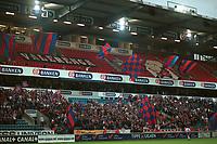 Arena: Ullevaal. Vålerenga-fans og flagg. Vålerenga - Haugesund 2-0. Tippeligaen 2000. 26. juli 2000. (Foto: Peter Tubaas/Fortuna Media)