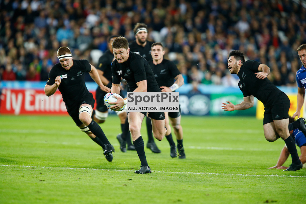 New Zealand's Fly Half Beauden Barrett run in a try under the posts. Rugby World Cup group game from Pool C between New Zealand and Namibia at Olympic Stadium. (c) Matt Bristow | SportPix.org.uk