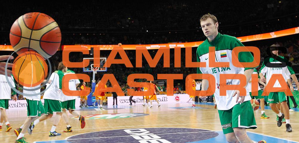 DESCRIZIONE : Vilnius Lithuania Lituania Eurobasket Men 2011 Quarter Final Round Macedonia Lituania F.Y.R. of Macedonia Lithuania<br /> GIOCATORE : Team Lituania Lithuania<br /> SQUADRA : Lituania Lithuania<br /> EVENTO : Eurobasket Men 2011<br /> GARA : Macedonia Lituania F.Y.R. of Macedonia Lithuania<br /> DATA : 14/09/2011 <br /> CATEGORIA : before<br /> SPORT : Pallacanestro <br /> AUTORE : Agenzia Ciamillo-Castoria/L.Kulbis<br /> Galleria : Eurobasket Men 2011 <br /> Fotonotizia : Vilnius Lithuania Lituania Eurobasket Men 2011 Quarter Final Round Macedonia Lituania F.Y.R. of Macedonia Lithuania<br /> Predefinita :