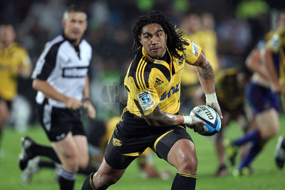 Ma'a Nonu looks to pass to his outside backs..Investec Super Rugby - Highlanders v Hurricanes, 13 May 2011, Rugby Park, Invercargill, New Zealand..Photo: Rob Jefferies / www.photosport.co.nz