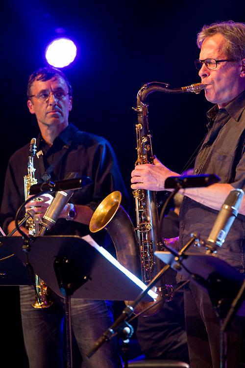 Frankfurt | Hessen | Deutschland | 26.10.2017: Das 48. Deutsche Jazzfestival Frankfurt 2017<br /> <br /> hier: hr-Jazzensemble<br /> <br /> Heinz Sauer | Tenorsaxophone<br /> Christof Lauer | Tenorsaxophone<br /> Peter Back | Tenorsaxophone, Soprano Saxophone, Electronics<br /> Valentin Garvie | Trumpet<br /> Stefan Lottermann | Trombone<br /> Ole Heiland | Tuba<br /> Tom Schl&uuml;ter | Piano<br /> John Schr&ouml;der | Guitar<br /> G&uuml;nter Lenz | Bass<br /> Uli Schiffelholz | Drums<br />  <br /> Sascha Rheker<br /> 20171026<br /> <br /> [Inhaltsveraendernde Manipulation des Fotos nur nach ausdruecklicher Genehmigung des Fotografen. Vereinbarungen ueber Abtretung von Persoenlichkeitsrechten/Model Release der abgebildeten Person/Personen liegt/liegen nicht vor.]