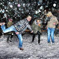 Nederland, Amsterdam , 16 januari 2013..Sneeuwballen gooien wedstrijd bij cafe Roest..Foto:Jean-Pierre Jans