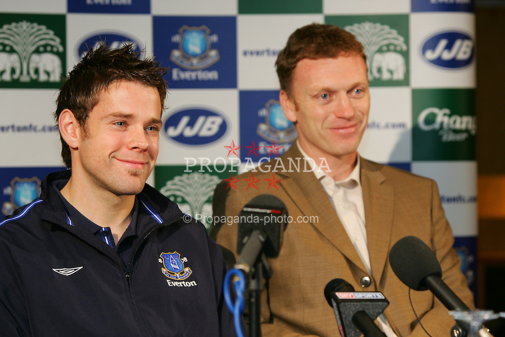 LIVERPOOL, ENGLAND - WEDNESDAY JANUARY 5th 2005: James Beattie flanked by manager David Moyes (R) at a press conference to announce his £6m transfer from Southampton. (Pic by David Rawcliffe/Propaganda)
