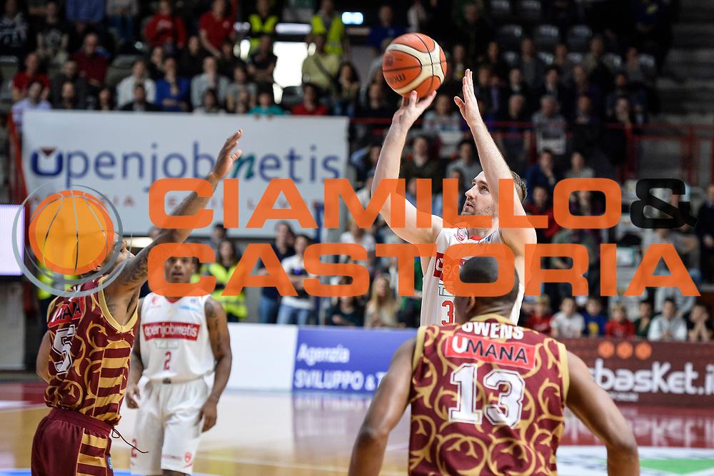 DESCRIZIONE : Varese Lega A 2015-16 <br /> GIOCATORE : Kuksiks Rihard<br /> CATEGORIA : Tiro Tre Punti Three Point<br /> SQUADRA : Openjobmetis Varese<br /> EVENTO : Campionato Lega A 2015-2016<br /> GARA : Openjobmetis Varese Umana Reyer Venezia<br /> DATA : 10/04/2016<br /> SPORT : Pallacanestro<br /> AUTORE : Agenzia Ciamillo-Castoria/M.Ozbot<br /> Galleria : Lega Basket A 2015-2016 <br /> Fotonotizia: Varese Lega A 2015-16