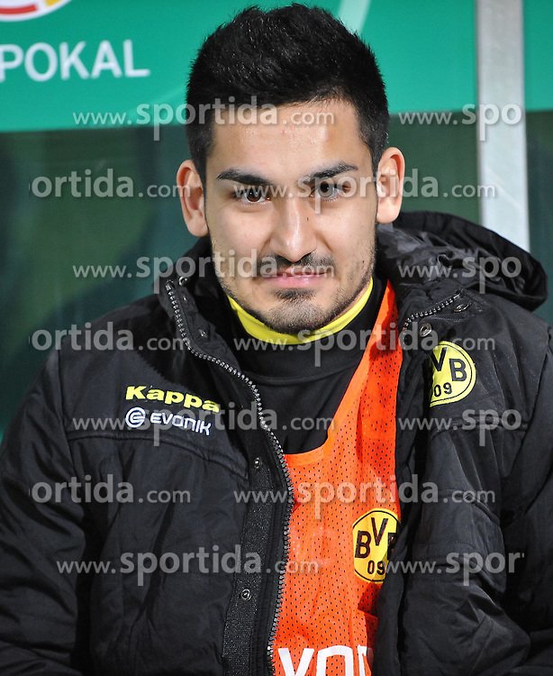 20.03.2012, Trolli Arena, Fuerth, GER, DFB Pokal, Halbfinale, SpVgg Greuther Fuerth vs Borussia Dormund, im Bild Der spaetere Siegtorschutze Ilkay Guendogan (Borussia Dortmund) auf der Bank vor dem Spiel. Portrait/ Portraet // during the German DFB Pokal Match, Half-Final, between SpVgg Greuther Fuerth and Borussia Dormund at the Trolli Arena, Fuerth, Germany on 2012/03/20. EXPA Pictures © 2012, PhotoCredit: EXPA/ Eibner/ Matthias Merz..***** ATTENTION - OUT OF GER *****