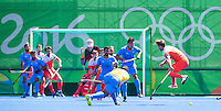 RIO DE JANEIRO  (Brazilië) - In de slotfase van de wedstrijd werd het druk voor het Nederlandse doel  tijdens de poulewedstrijd hockey heren Nederland-India , tijdens de Olympische Spelen.  COPYRIGHT KOEN SUYK