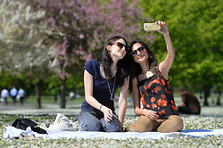 (l-r) Teachers Michaela Smith and Sonam Gadhvi make the most of Easter holidays and enjoy the hot spring weather in London's Regent's Park.<br /> Wednesday, 16th April 2014. Picture by Ben Stevens / i-Images
