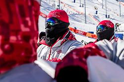 12-02-2018 KOR: Olympic Games day 3, PyeongChang<br /> finale Slopestyle / Vrijwilligers bewaken het podium