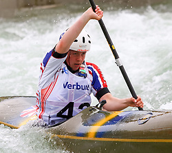 27.06.2015, Verbund Wasserarena, Wien, AUT, ICF, Kanu Wildwasser Weltmeisterschaft 2015, K1 women, im Bild Louise Revell (GBR) // during the final run in the women's K1 class of the ICF Wildwater Canoeing Sprint World Championships at the Verbund Wasserarena in Wien, Austria on 2015/06/27. EXPA Pictures © 2014, PhotoCredit: EXPA/ Sebastian Pucher