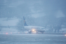 © Licensed to London News Pictures. 27/02/2018. Leeds UK. A Ryan Air aircraft prepares for take of in the snow this morning at Englands highest airport Leeds Bradford International in Yorkshire. Photo credit: Andrew McCaren/LNP