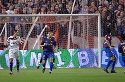 03-03-2007 VOETBAL: SEVILLA FC - BARCELONA: SEVILLA  <br /> Sevilla wint de topper met Barcelona met 2-1 / Gianluca Zambrotta - boarding unibet.com<br /> ©2006-WWW.FOTOHOOGENDOORN.NL