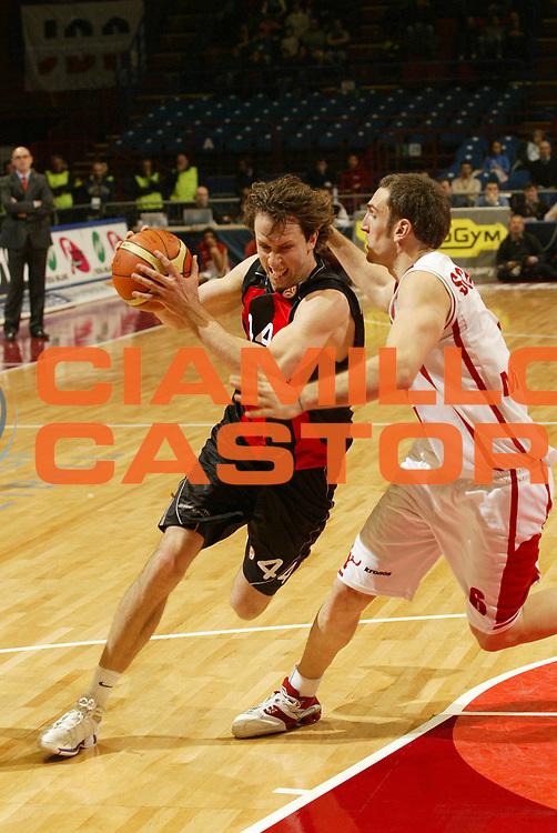 DESCRIZIONE : Milano Eurolega 2005-06 Armani Jeans Olimpia Milano Lietuvos Rytas<br /> GIOCATORE : Nielsen<br /> SQUADRA : Lietuvos Rytas<br /> EVENTO : Eurolega 2005-2006<br /> GARA : Armani Jeans Olimpia Milano Lietuvos Rytas<br /> DATA : 04/01/2006<br /> CATEGORIA : Penetrazione<br /> SPORT : Pallacanestro<br /> AUTORE : Agenzia Ciamillo-Castoria/G.Cottini