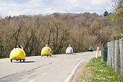 Ligfietsers bij de dijk bij Rhenen. In Woudenberg houdt de ligfietsvereniging NVHPV het jaarlijks paastreffen met onder andere een fietstocht. <br /> <br /> In Woudenberg the Dutch recumbent society is having its early eastern meeting with a tour ride.