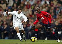 Pierre Achille WEBO , Cameroonian Football player and Osasuna forward, with the ball. Real Madrid - Osasuna / League 2005-06. Santiago Bernabeu Stadium, Madrid. 21-12-2005.
