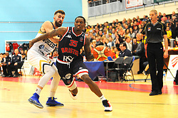 Fred Thomas of Bristol Flyers gets past Adam Thoseby of Worcester Wolves- Photo mandatory by-line: Nizaam Jones/JMP- 24/11/2018 - BASKETBALL - SGS Wise Arena - Bristol, England - Bristol Flyers v Worcester Wolves - British Basketball League Championship