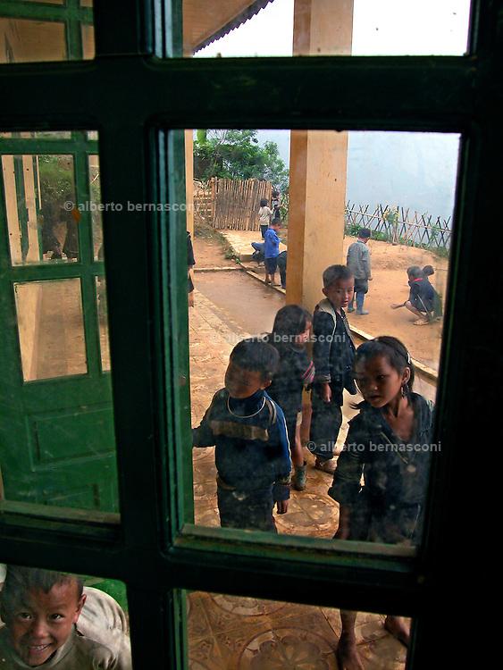 Vietnam, Sapa :children of.. minorities during the break at school.
