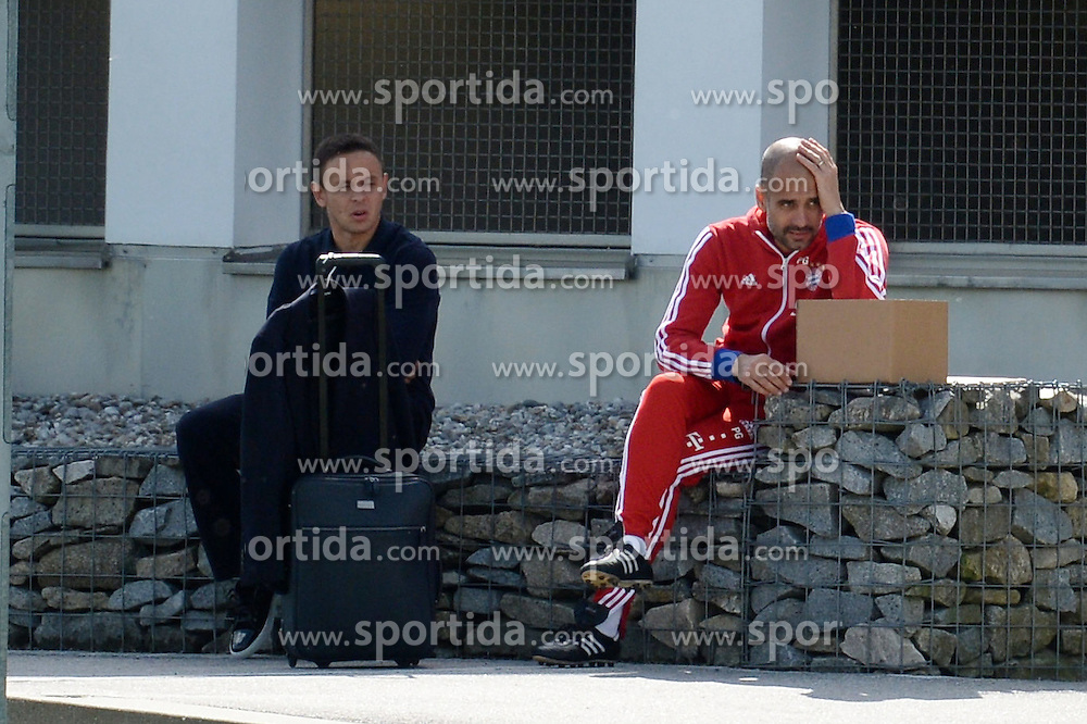 07.05.2015, Saebener Strasse, Muenchen, GER, 1. FBL, FC Bayern Muenchen, Training, im Bild vl. Rafinha ( FC Bayern Muenchen ) und Pep Guardiola ( FC Bayern Muenchen ) // during a Trainingssession of German Bundesliga Club FC Bayern Munich at the Saebener Strasse in Muenchen, Germany on 2015/05/07. EXPA Pictures &copy; 2015, PhotoCredit: EXPA/ Eibner-Pressefoto/ Vallejos<br /> <br /> *****ATTENTION - OUT of GER*****
