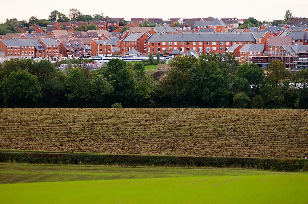 New housing development expanding into the surrounding countryside, Hamilton, Leicestershire, England, UK.