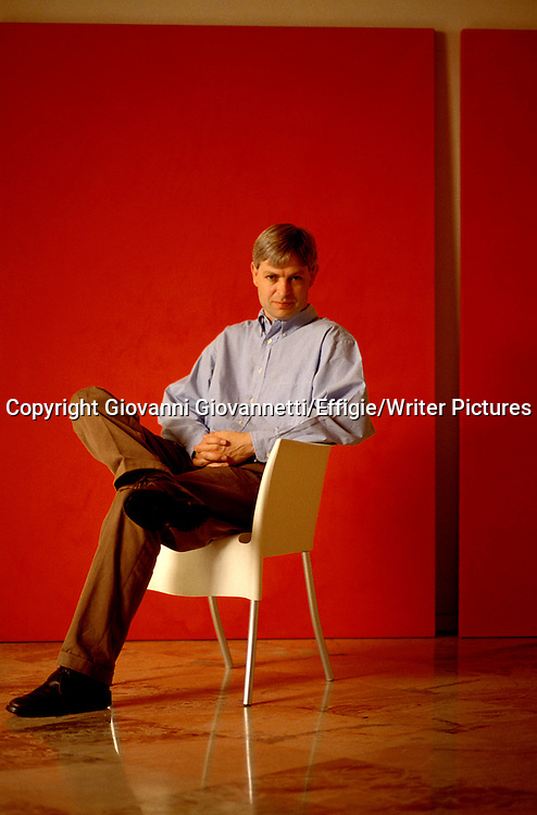Jonathan Coe<br /> <br /> <br /> 23/02/2005<br /> Copyright Giovanni Giovannetti/Effigie/Writer Pictures<br /> NO ITALY, NO AGENCY SALES