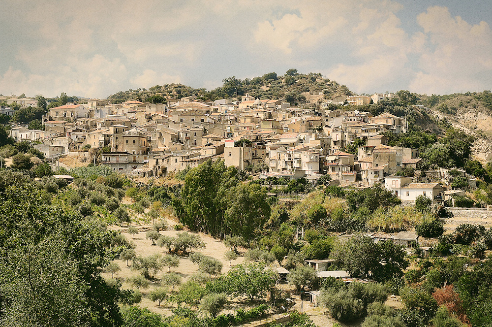 Riace (Reggio Calabria) is a village of 1,700 souls, famous for the discovery of the Bronzi di Riace. It is perched in the hinterland of Locride Area. Riace has undergone a depopulation as many other towns in the province of Reggio Calabria.The current mayor, Mimmo Lucano, has opened the empty houses of the village to families of Kurdish refugees, Palestinians and Eritreans. The inclusion of these people are giving fruitful results for the community, so that Wim Wenders has made a 3D film focused on this story. But the policy of acceptance and legality of the mayor has generated resentment of the 'Ndrangheta that shot some bullets against the municipality and poisoned Lucano's three dogs.