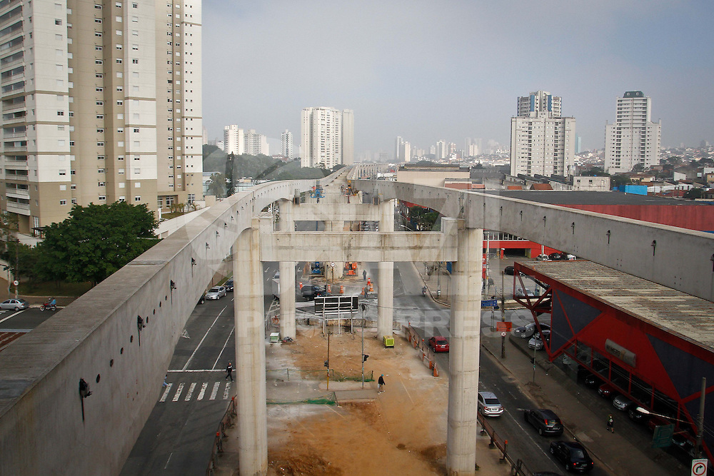 SÃO PAULO,SP,31 JULHO 2013 - ESTAÇÃO MONOTRILHO ORATORIO - Vista das obras da futura estação Oratorio do monotrilho na região da Vila Prudente  na zona leste.FOTO ALE VIANNA - BRAZIL PHOTO PRESS.