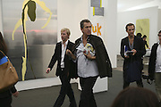 Jan Oleson and Mario Testino, The Professional View and Private View of Frieze Art Fair. London. 11 october 2006. -DO NOT ARCHIVE-© Copyright Photograph by Dafydd Jones 66 Stockwell Park Rd. London SW9 0DA Tel 020 7733 0108 www.dafjones.com