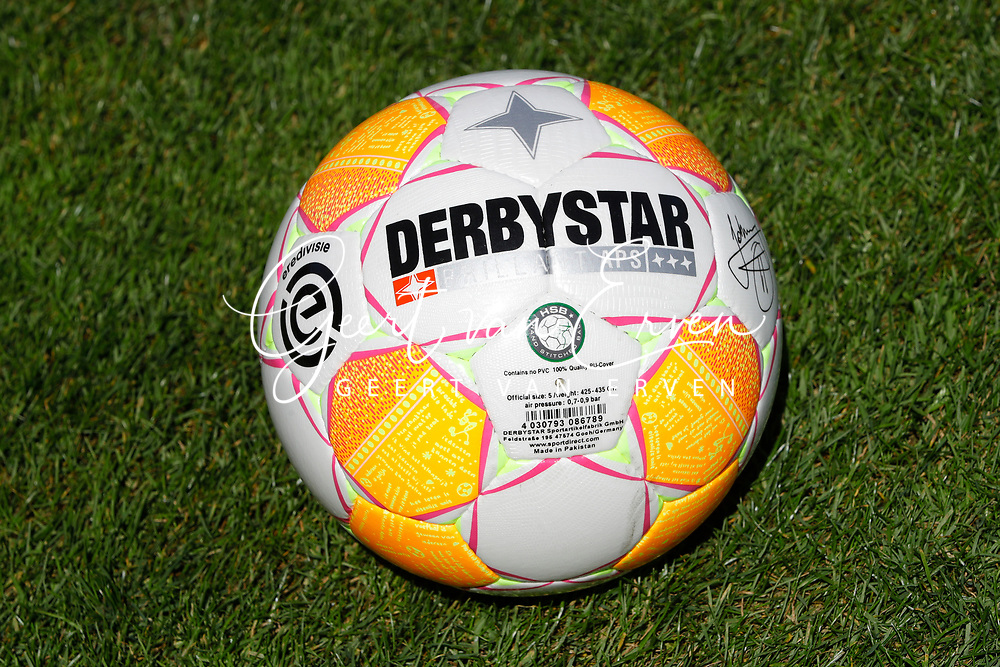 The new matchball Derbystar for season 2018-2019