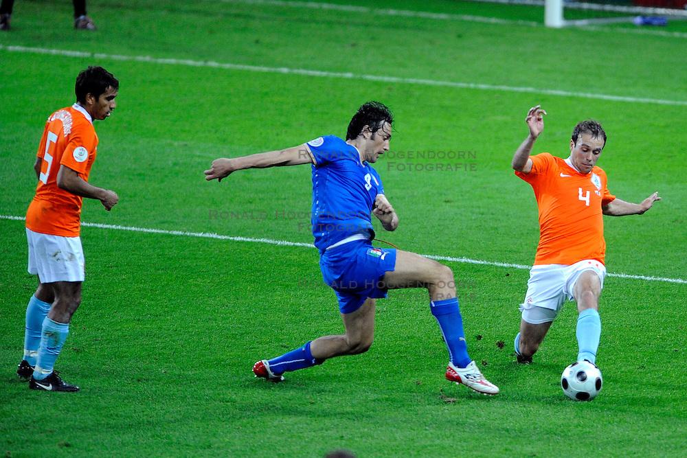 09-06-2008 VOETBAL: EURO 2008 NEDERLAND - ITALIE: BERN<br /> Nederland wint met een overtuigende 3-0 van Wereldkampioen Italie / Luca Toni en Joris Mathijsen<br /> &copy;2008-WWW.FOTOHOOGENDOORN.NL