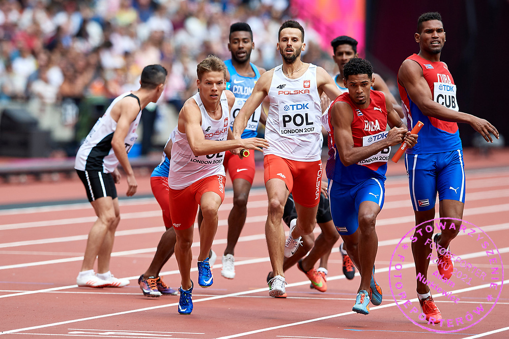 Great Britain, London - 2017 August 12: (L) Tymoteusz Zimny (Baszta Szamotuly) and (R) Lukasz Krawczuk (Slask Wroclaw) both of Poland compete in men&rsquo;s 4x400 meters relay qualification during IAAF World Championships London 2017 Day 9 at London Stadium on August 12, 2017 in London, Great Britain.<br />