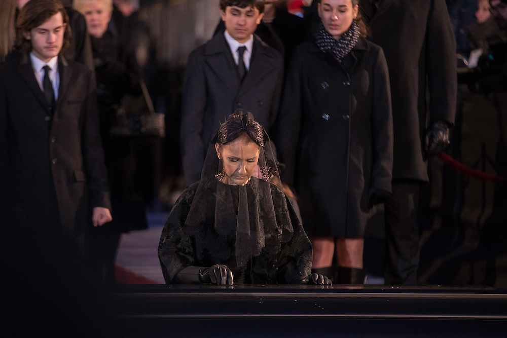 C&eacute;line Dion pauses over the casket of her late husband Ren&eacute; Ang&eacute;lil following his funeral service at Notre-Dame Basilica in Montreal, Quebec, January 22, 2016.<br /> AFP PHOTO/Geoff Robins